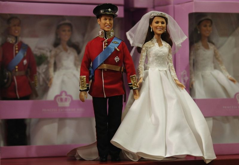 148576-kate-middleton-and-prince-william-doll