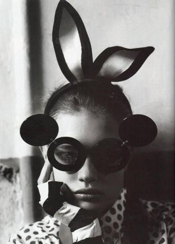Black-and-white-bunny-fashion-glasses-model